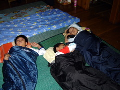 Anak2 di Sleeping Bag