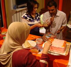 acara selesai, kue ultah dibagi2kan