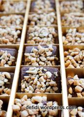 Kuker Coklat Kacang Karamel